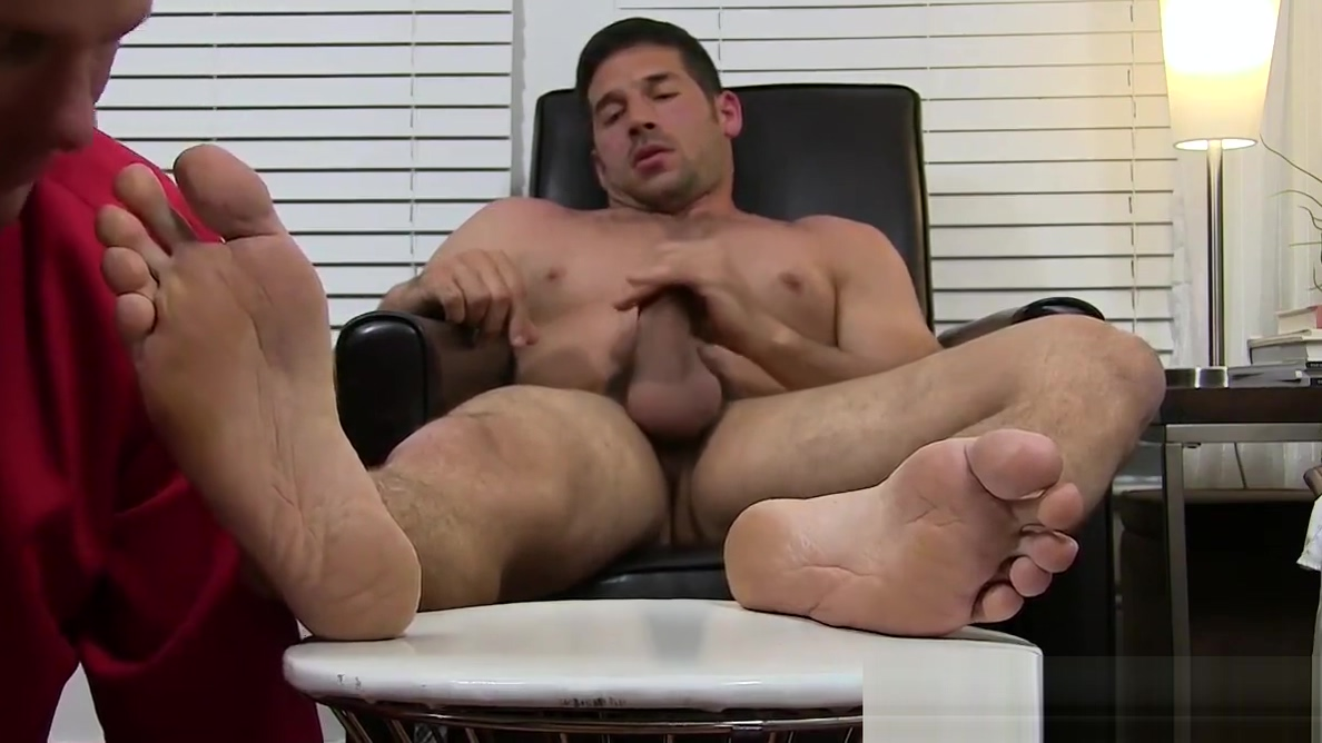 Hunk Leo Giamani wanks off to sight of toe sucking Karlie montana orgasm gif