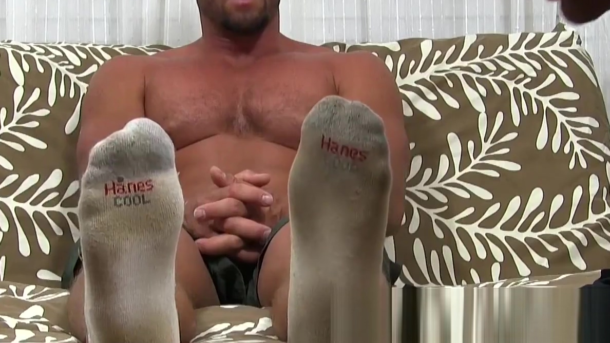 Muscular stud stuffs deviant fetishist mouth with feet Anal Pain From Shane