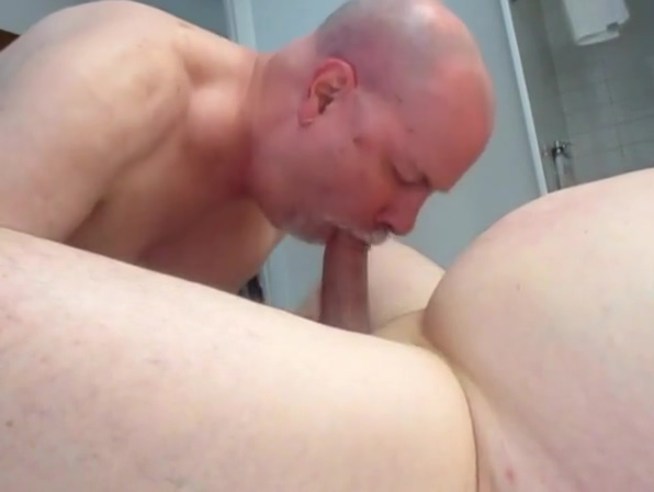Beefy DC Bud Receives Most Excellent Rimming, Sucking. Who is the redhead in superbad