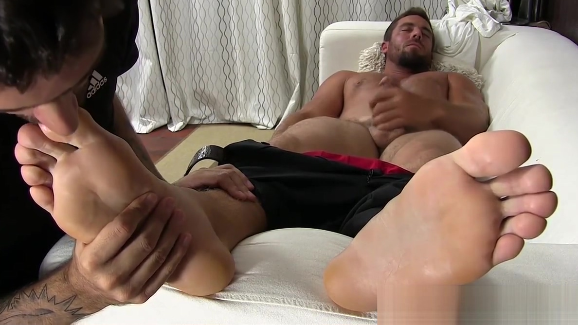 Hunky businessman feet worshiped while jerking off porn pictures and jokes funny porn and fucking images doing sex 5