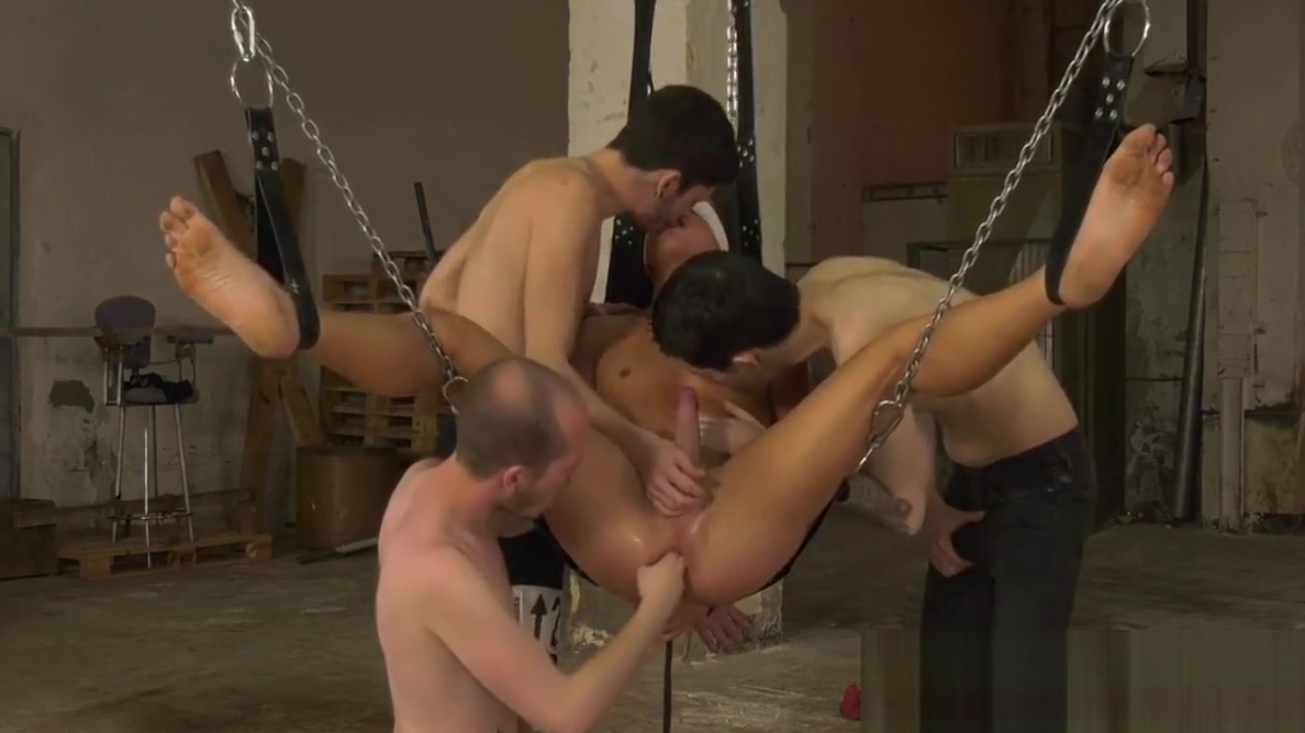 Bounded and blindfolded sub drilled and fisted in foursome men sucking girls pussy