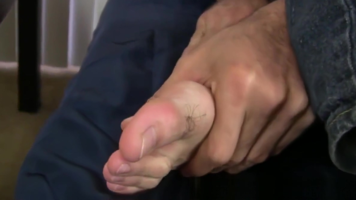 Handsome dude slaps feet with his tongue and hairy dick Milfs pussy upskirt pics