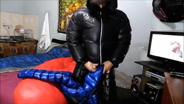 Punheta e gozada na minha jaqueta the symbol of legs