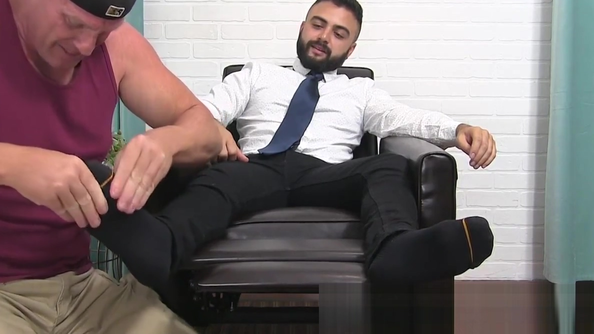 Bearded muscular freaks freaky feet are sucked on by a stud Should you be hookup a pothead