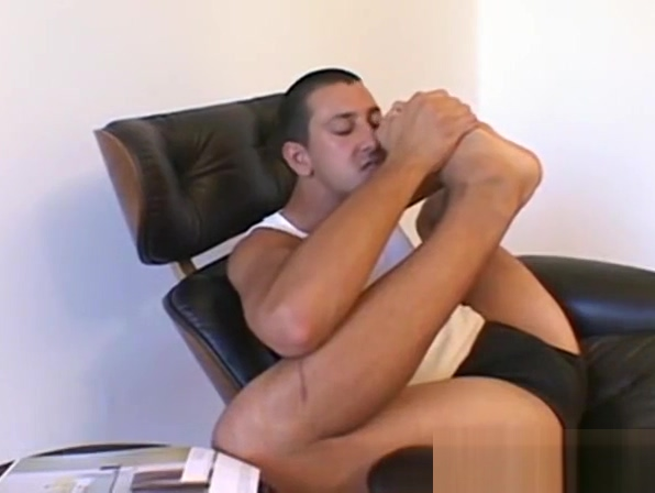 Horny young man sucking on his gorgeous toes Arab hot saudi girls