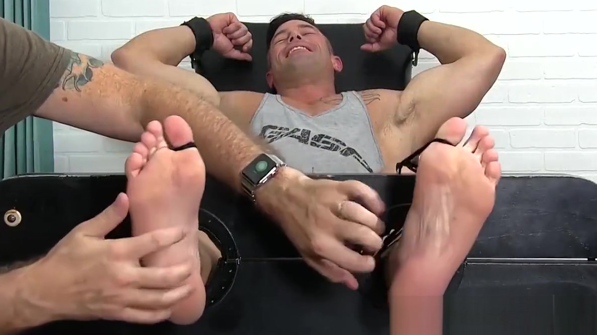 Handsome studs feet and chest uncovered and tickled Sexy Lesbo Tube