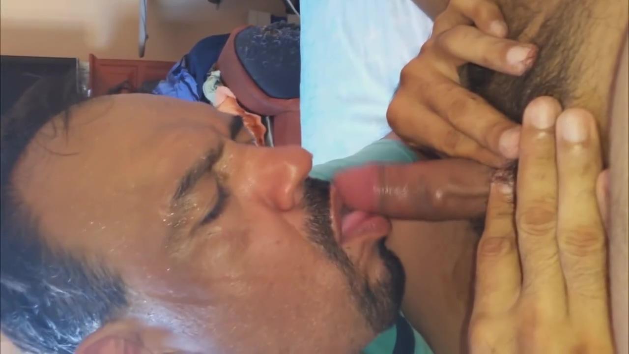 Chupando al gordito taxista delicioso pipi peludito sexy bitch in spanish