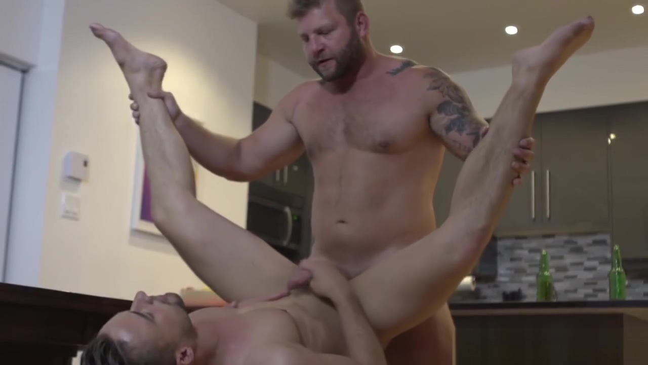 Straight muscle jock pounding roommates ass Egypt And Violet Vasquez