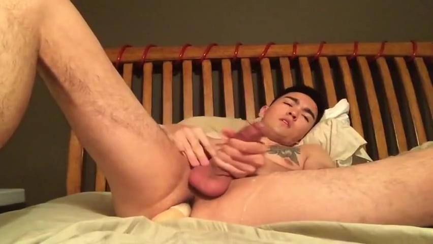 Branlette et Godage dun Jeune Asiatique Hot brunette lesbians lick wet twats