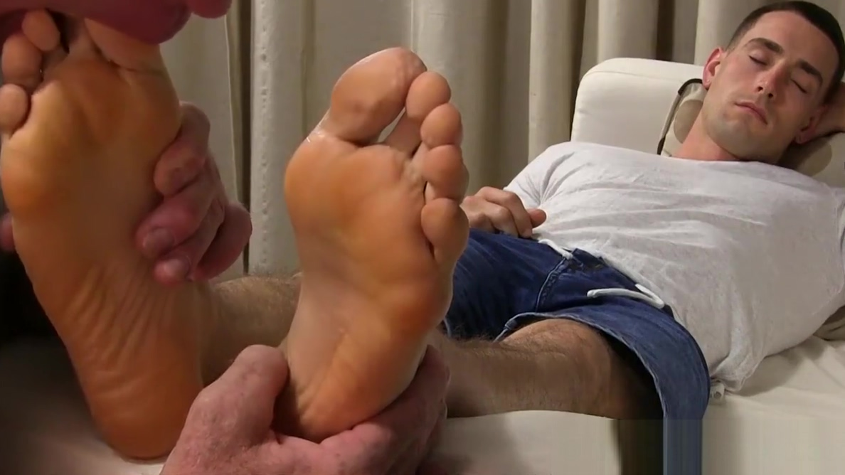 Muscular jock gets his feet licked Cat pees everywhere how to stop