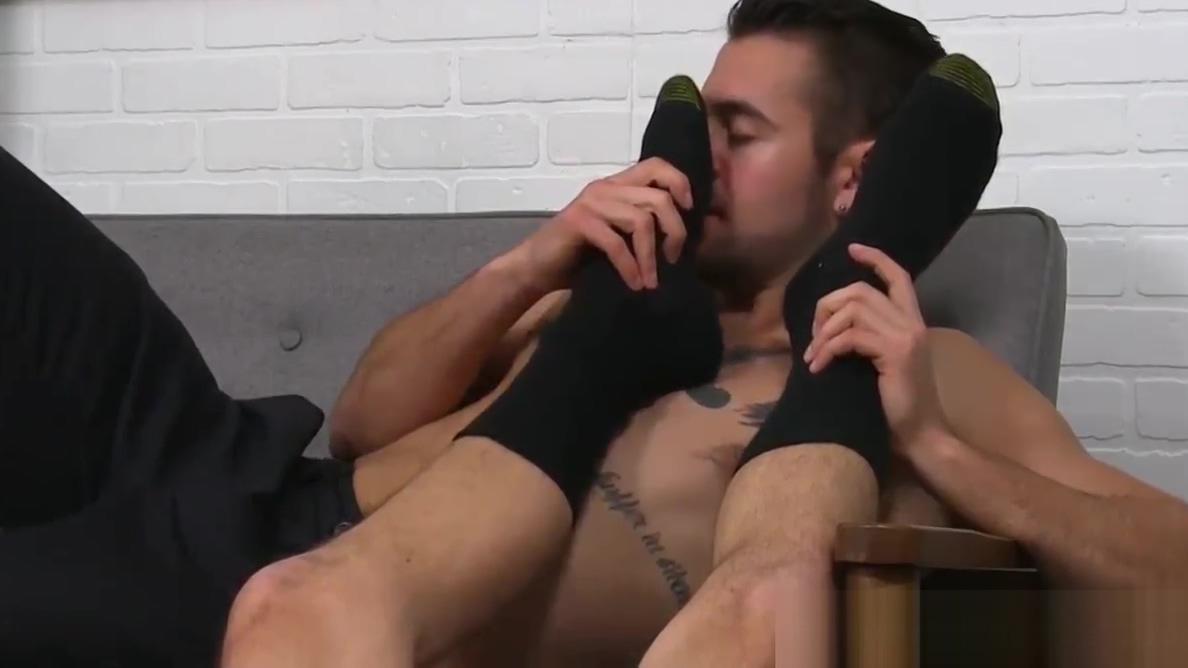 Nasty jock masturbating while licking feet of his lover boy Tube gays porn