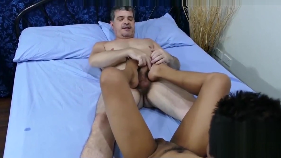 Mature daddy gets seduced by Asian twink Marcon in kitchen adult porno free video