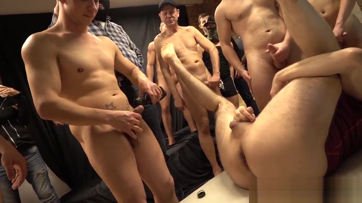 Gay gang bang: TJ fucked bareback by the whole gang Extrem Sguirt