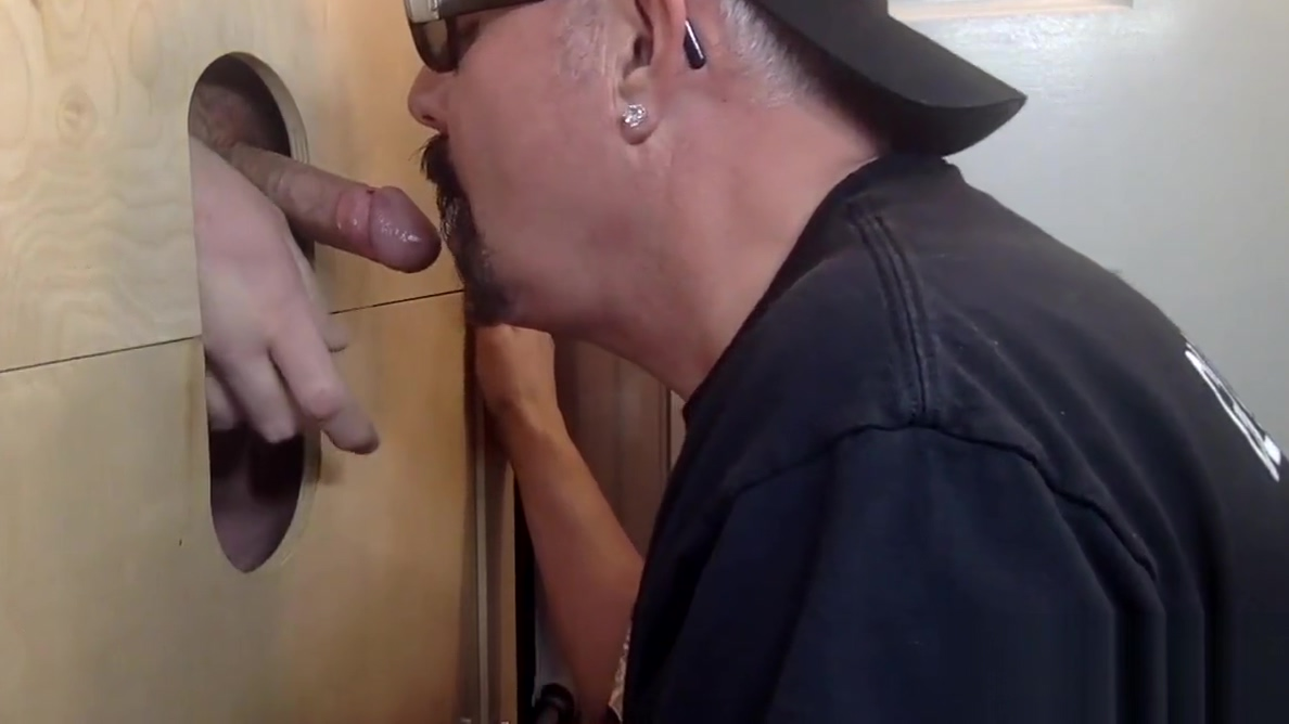 Mechanic Gets Blown At The Gloryhole Private fucking in Puebla