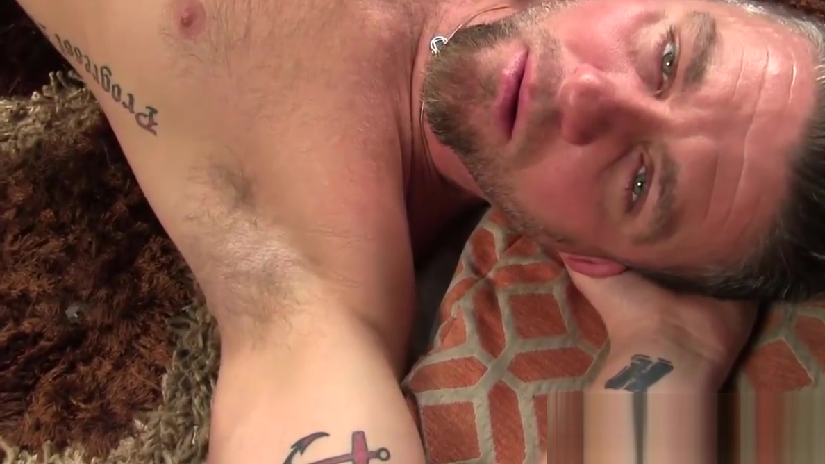 Hairy twink Christian Matthews plays with his bushy cock Sex maine amateur