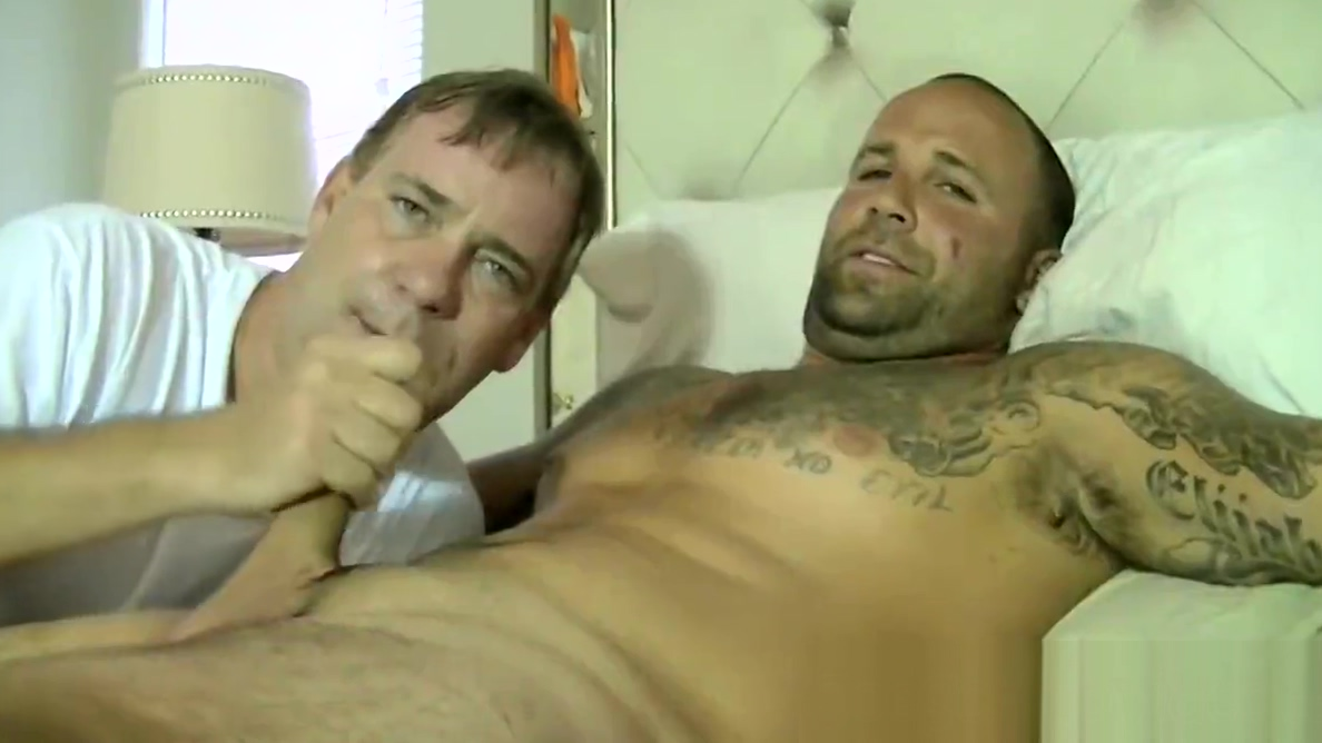 Tattooed Duncan Dixxx sucked off by big cock Joe Schmo Glory french