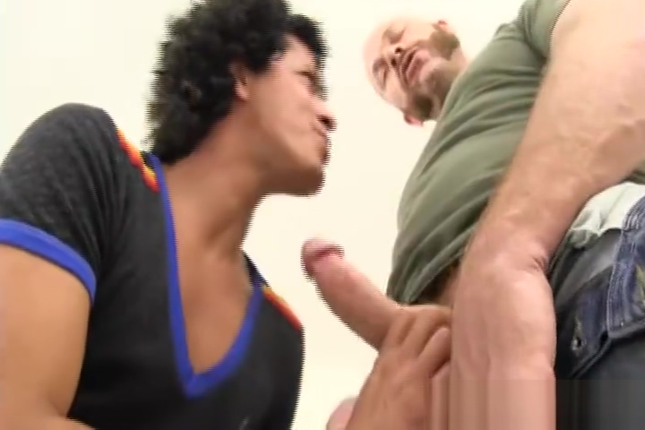 Daddy Chase Bareback Fucks and Breeds Freddy Roman focus wheels on escort