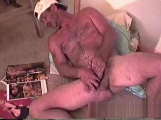 Mature Amateur Eddie Jacking Off Bouncing boob shoeshine