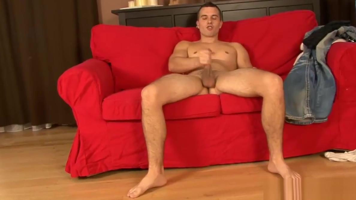 Muscular Drake Jerks Off Beautiful bare naked women