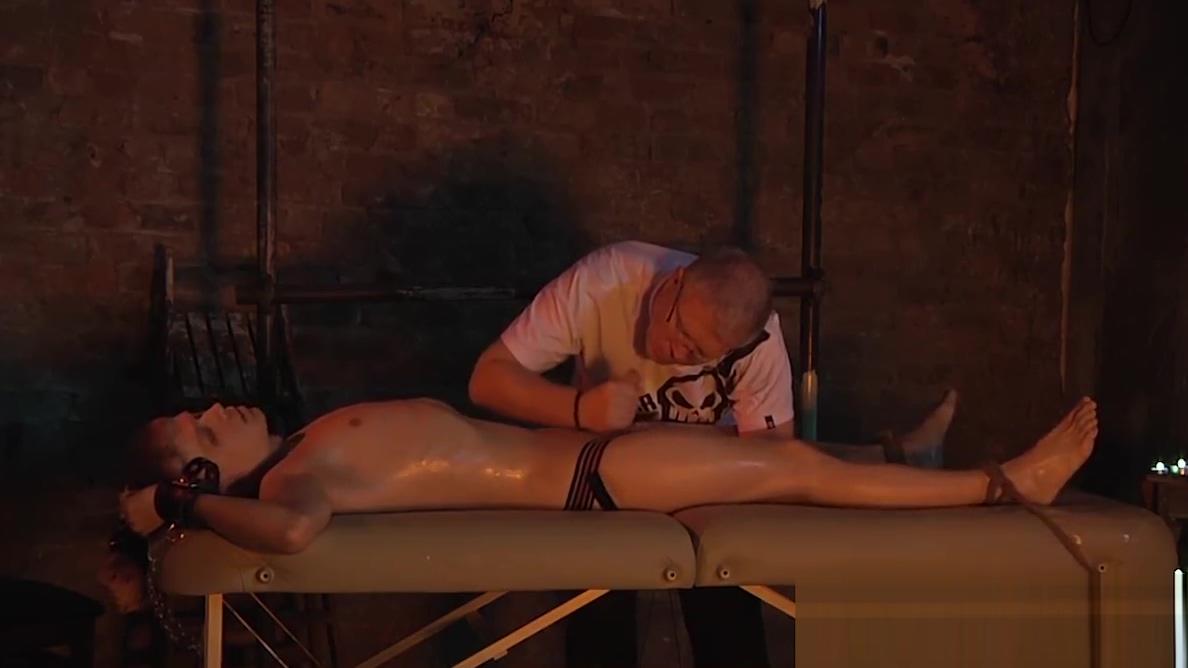Smooth Chris gets an incredible handjob from the master Naked big tits asain girls