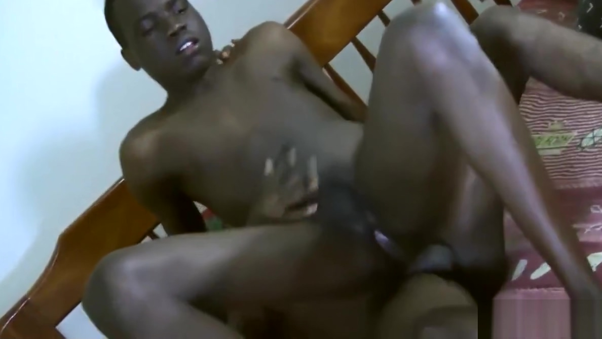 Black Twinks Emma and Mark Bareback Pissing holding desperate