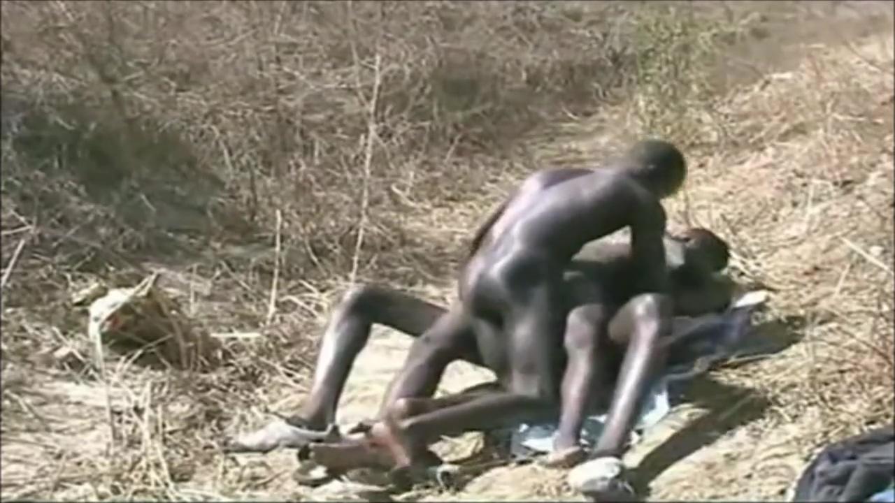 Chaude Afrique - trio black dans la brousse black women favorite sex positions