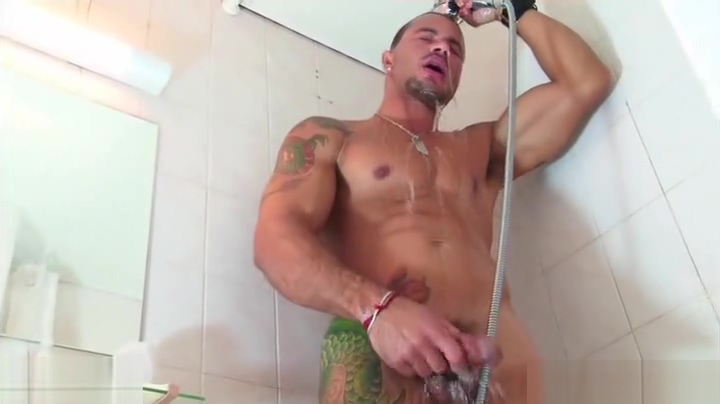 Full video: A nice innocent gym guy serviced his big cock by a guy! Pictures sex girls beautiful