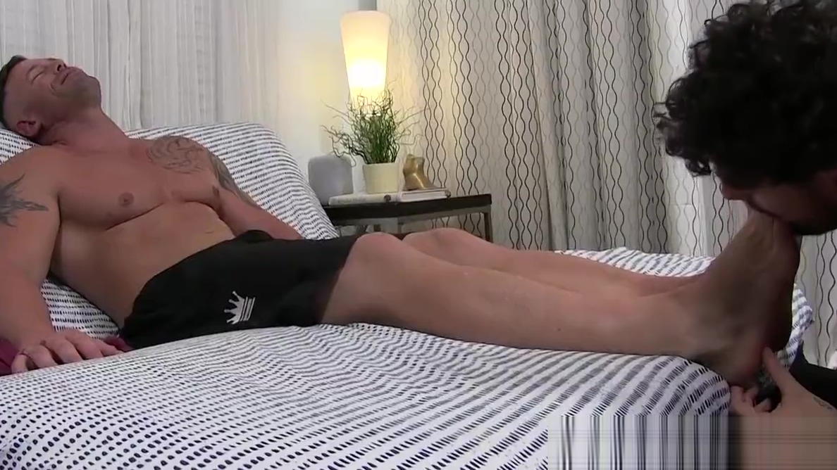 Hunk Joey relaxes during feet licking and sucking session Busty good neighbor stories