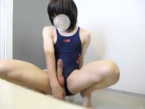 100810-5-1 Women show big tits