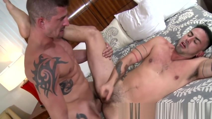 Inked hunk rides dong Free bisexual threesome tips