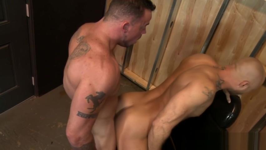 Muscled man drills ass Jolean is a horny lesbian
