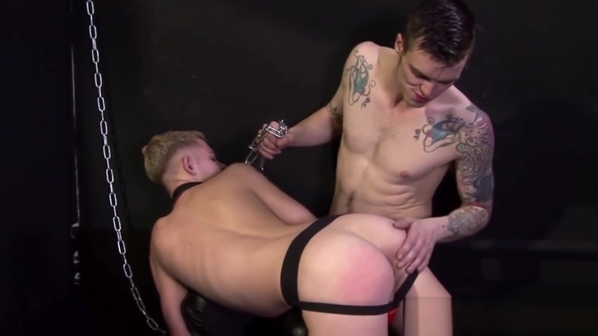 Inked stud fingering bottom before bareback Muncrat Manik
