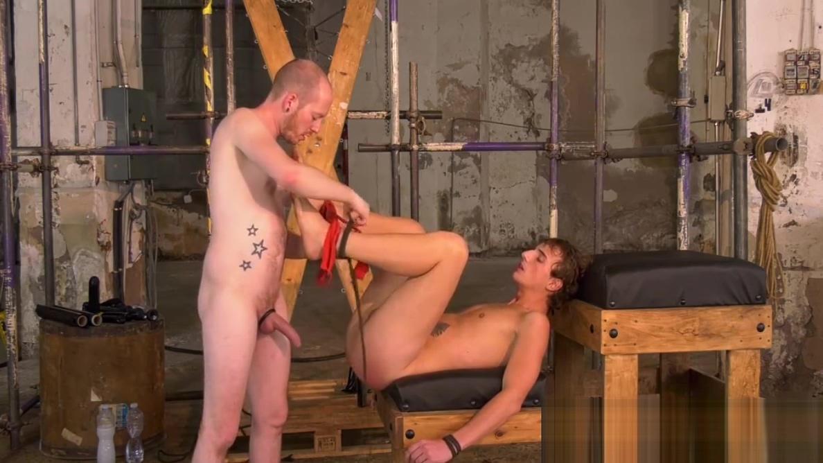 Sean Taylor destroys his sub slaves ass with his fist Jeux de speed dating 2 en francais