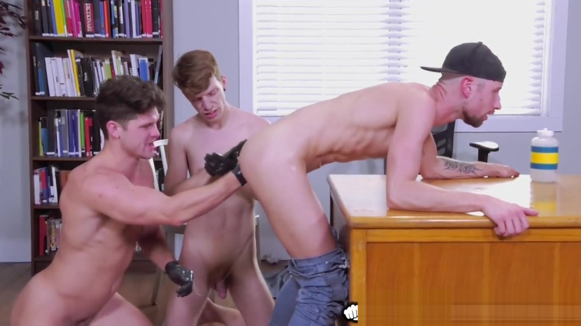 College Boys Take Turns Sucking, Fucking & Fisting! women inserting anal beads
