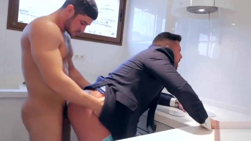 Get his ass fucked by plumber Porno Mom Italian