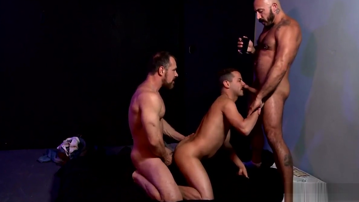 High Performance Men POV Hardcore Threesome What is a trap sexually