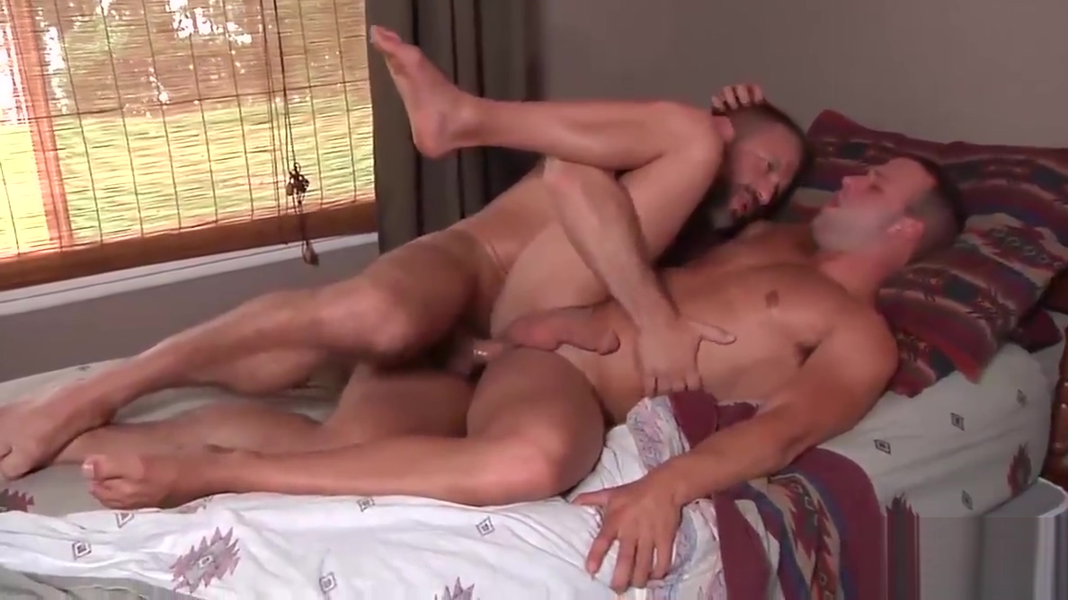 Luke enjoys a good morning pounding from horny Dirk Caber Signs i am in love