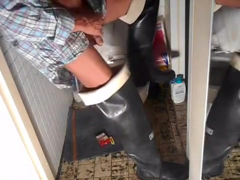 nlboots - throne-room waders smoke Cute Girl Gets Pussy Fingered