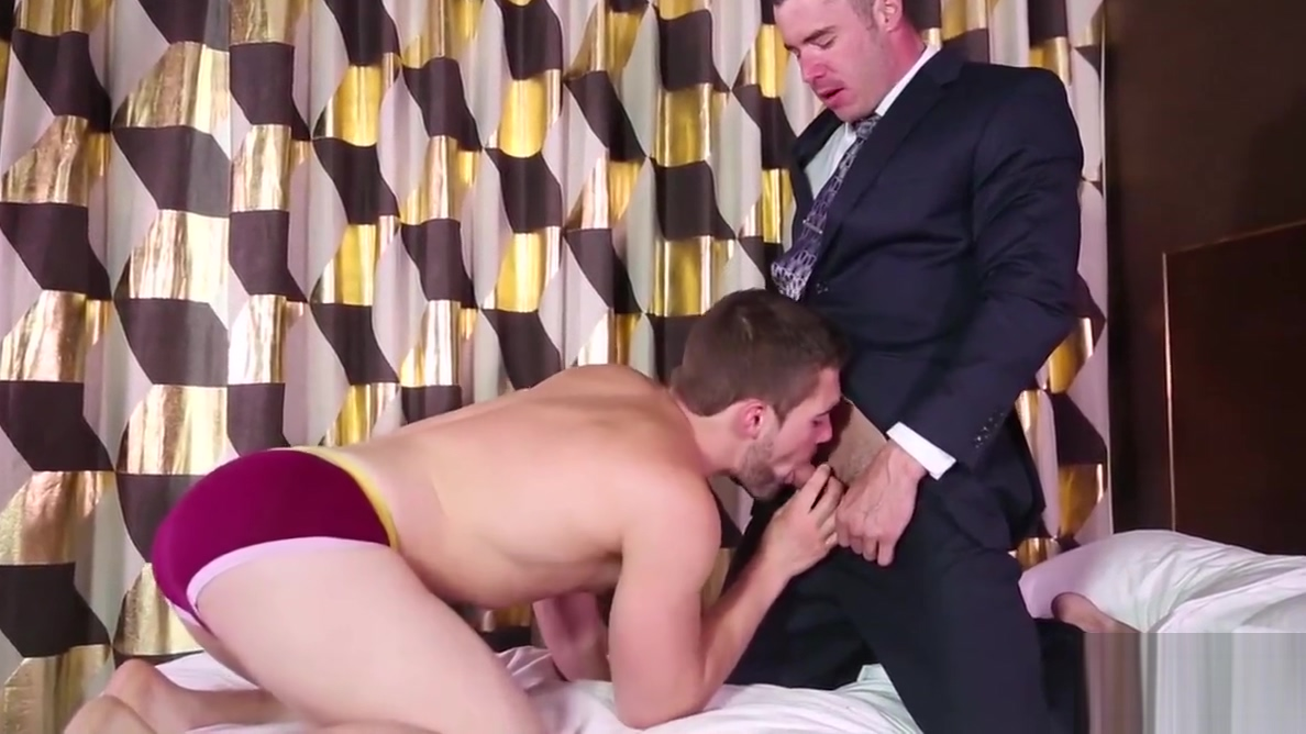 Griffin picks up on the signals and seduces Eddie Walker Meli Deluxe loves strangers dick xxx