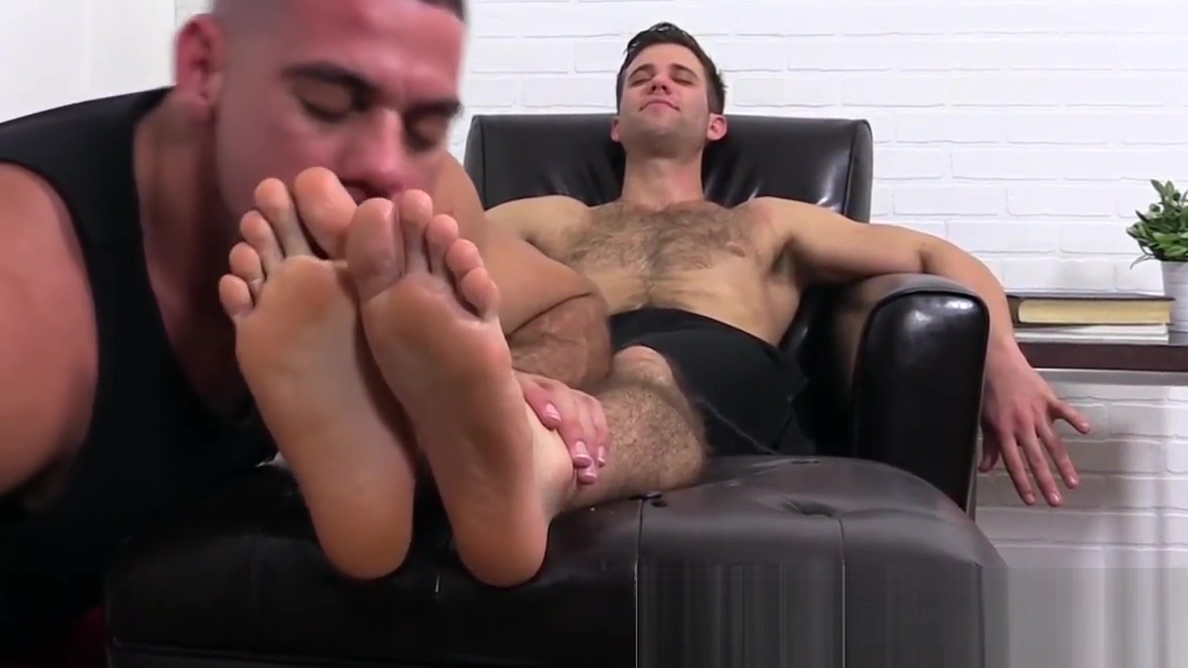 Cute hunk couple Ricky and Cole sharing feet fetish passion free male naked pictures