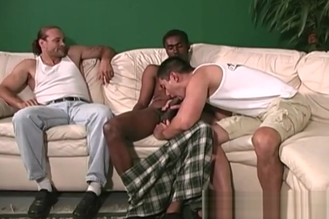 White dude gets anal banged by black men Malaysia chatting site