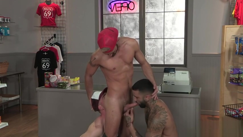 Muscle bear threesome and anal cumshot London Keyes Anal Toy Enthusiast TwistedVisual
