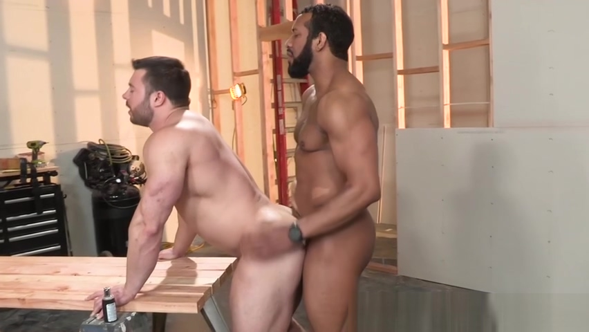 Muscular construction workers bareback and suck cock on the job Ver descargar videos youporn