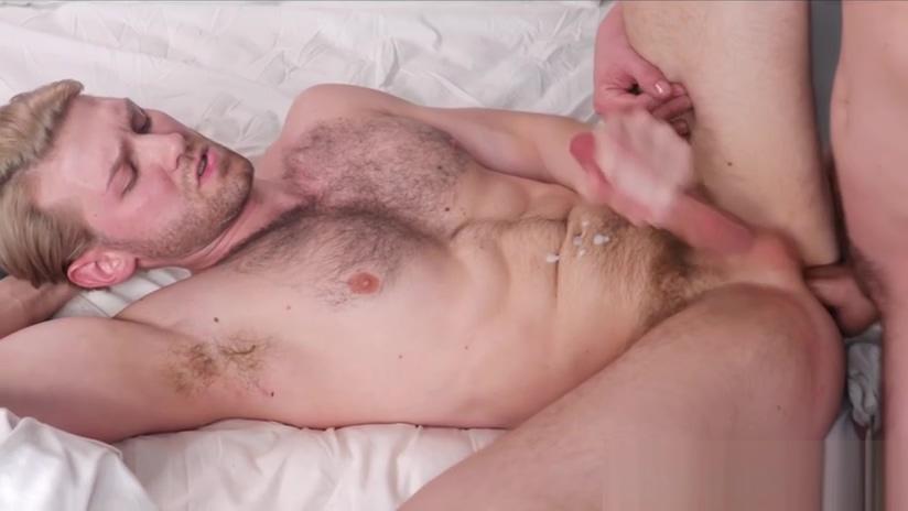 Tattooed stud barebacks Peeing while having anal sex