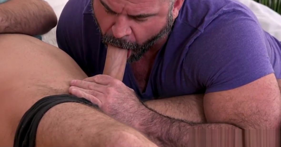 Twink Stepson Needs Help From Stepdad With His Huge Cock How to find a guy is in love with you