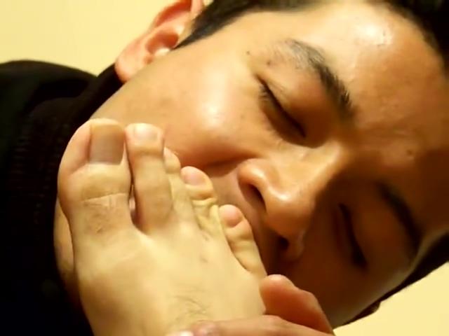 Un fetichista de los pies masculinos exitandose con un muchacho mexicano Amateur big tits blowjob video