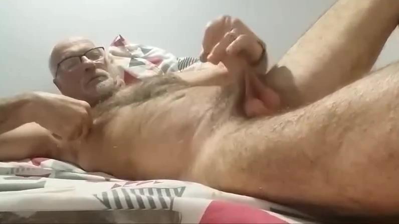 Je me tape une bonne branle sur le lit kissing sexual organs of a girl photos