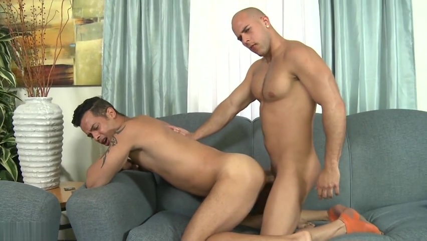 Str8 Cubans play Naked Gay Guys With Big Dicks