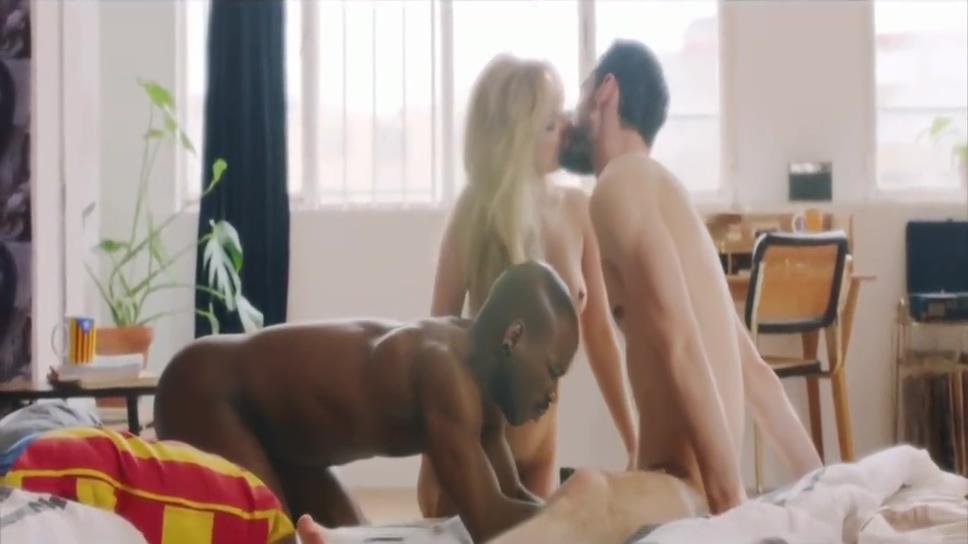 BISEXUAL TRIOS INTERRACIAL BLACK moms big saggy tits