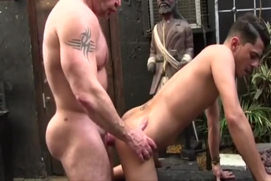 Muscle daddy Barebacks a Willing Twink Outdoors Meet people for sex milwaukee